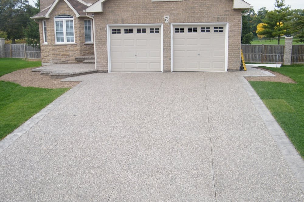 Aggregate driveway borders